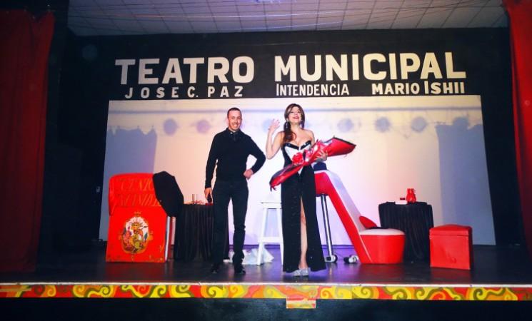 CAROLINA PAPALEO BRILLÓ EN SU STAND UP EN TEATRO MUNICIPAL DE JOSÉ C. PAZ